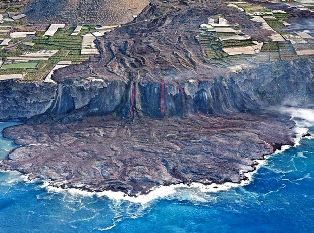 How many lava flows are there in the La Palma Volcano